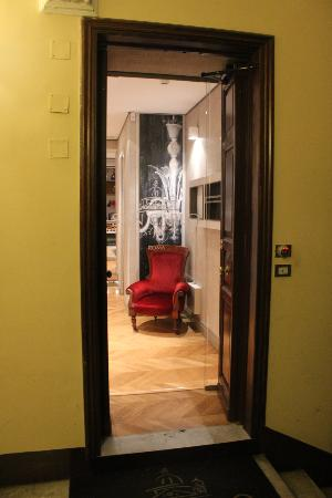 San Carlo Suite : Entry to Rooms, View 2