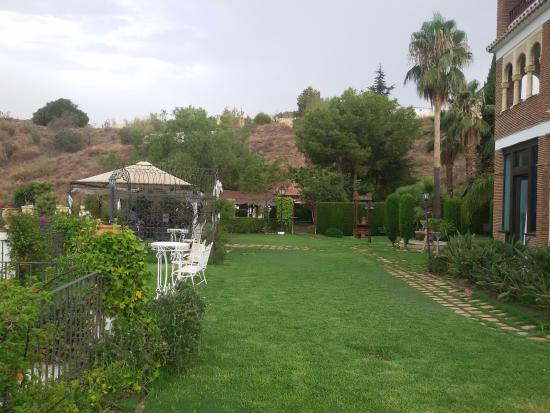 Hotel Rural Molino de Santillan: Jardín del hotel