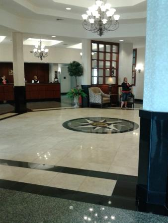 Drury Inn & Suites Findlay: Main Lobby