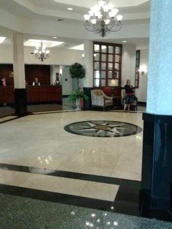 Drury Inn & Suites Findlay: Main Lobby