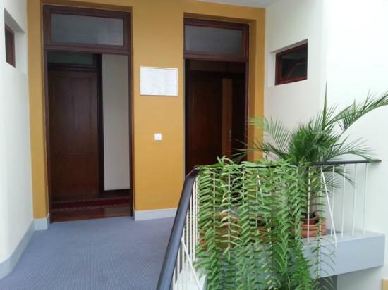 Residencial Do Vale: Escalera acceso habitaciones