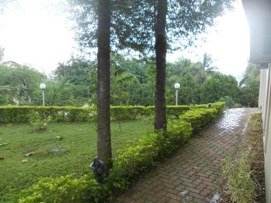 Peerless Resort, Mukutmonipur: Another view