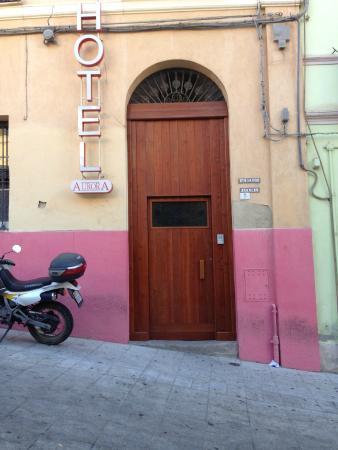 Aurora: L'entrata dell'Hotel.