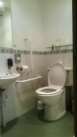 Frankby, UK: Bathroom - photo 1