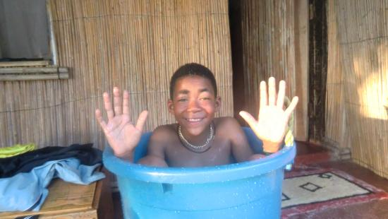 Malawi: Morning bath before school