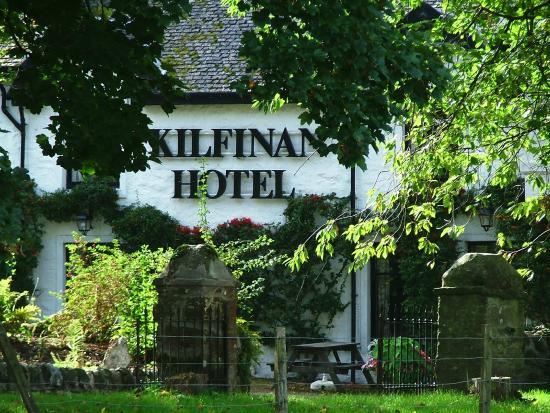 Kilfinan Hotel: Front of Hotel