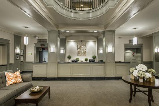 Hotel 140: Lobby