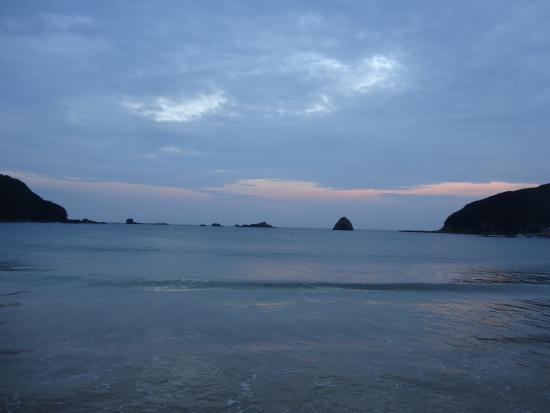 Sotoura Beach: 夕焼けに染まる海