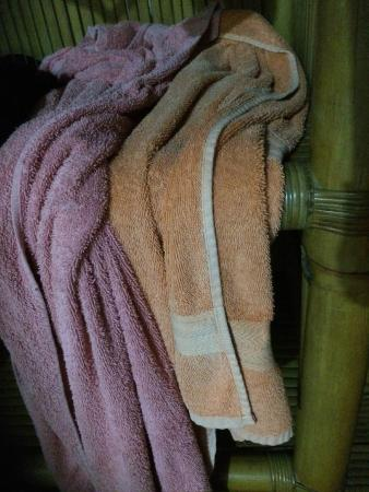 Dewa Bungalows: Old towels
