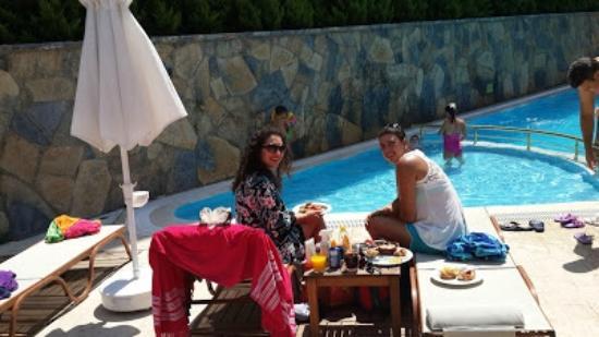 Elite Hotel Dragos: elite hotel de çocuklarımla havuz ve brunch muhteşemdi