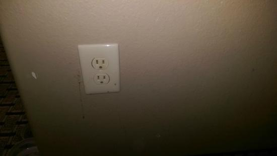 Comfort Suites Bastrop : Dirty/scuffed Wall