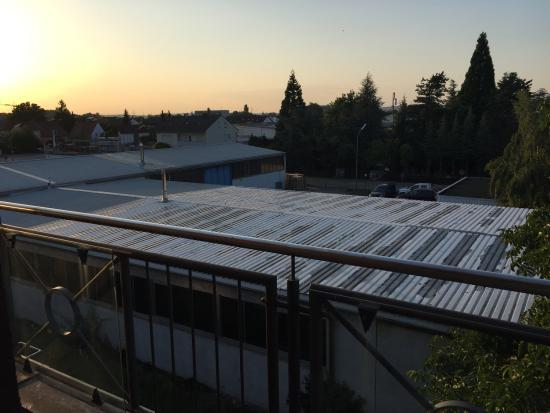 Parkhotel Heidehof: Blick aus dem Fenster auf Lagerhallen