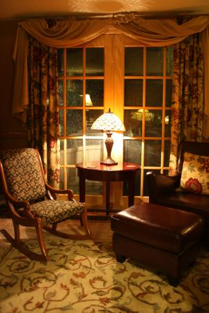 Campton, NH: Cozy Living Room