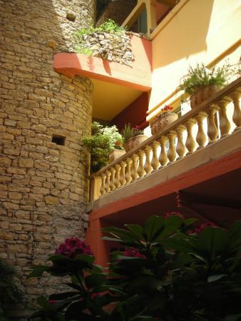 Hôtel au Patio Morand: La batisse
