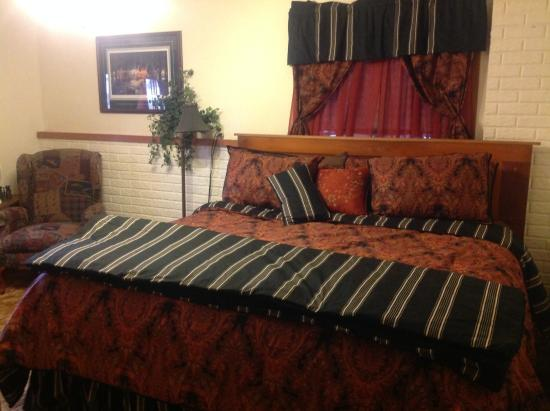 Creston, IA: King bed downstairs and fireplace.
