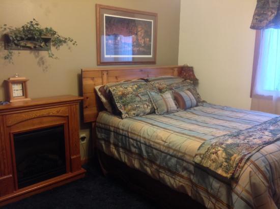 Creston, IA: Bedroom with queen bedroom and fireplace. #5