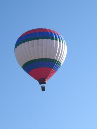 Pagosa Springs Inn and Suites: This balloon took off as we had our morning coffee.