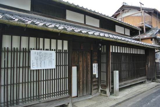Basho Birthplace : out side door.