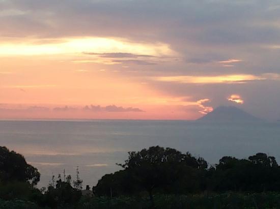 Trattoria - Pizzeria: Zonsondergang vanaf je tafel
