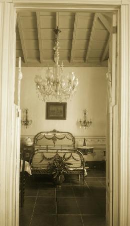 vista camera da letto in stile coloniale - Picture of Sol Ananda ...