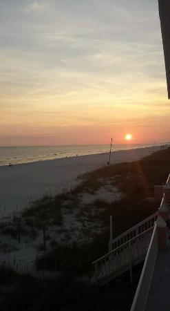 Pineapple Beach Villas : Sunset from balcony