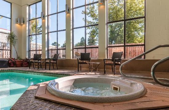 BEST WESTERN Belleville: Hot Tub