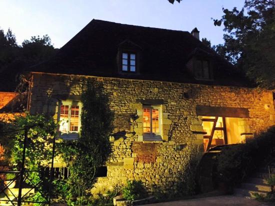 Moulin de la Beune: Vista del mulino di sera