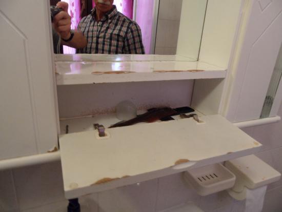 Muffa nella tazza della doccia picture of grotta dell 39 eremita castelmezzano tripadvisor - Muffa nella doccia ...