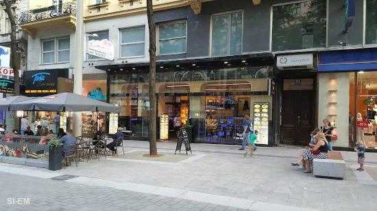 Caffetteria illy foto di caffetteria illy vienna for Immagini caffetteria