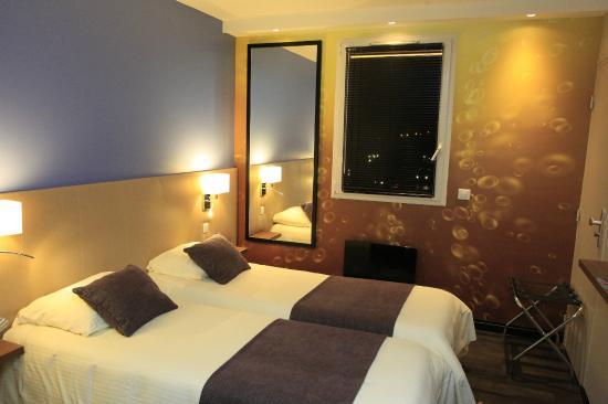 Chambre classique twin photo de qualys hotel reims for Hotels reims