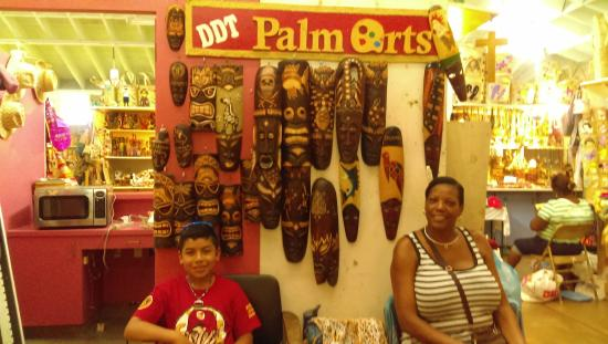 Bahama Craft Centre: DDT Palm Arts