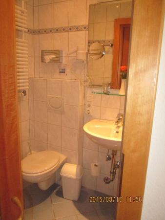 Hotel Aschenbrenner: bathroom