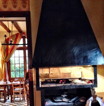Hotel de l'Abbaye: Indoor barbque
