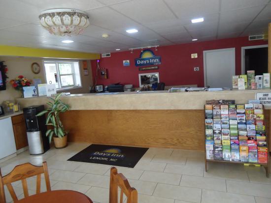 Days Inn Lenoir: lobby
