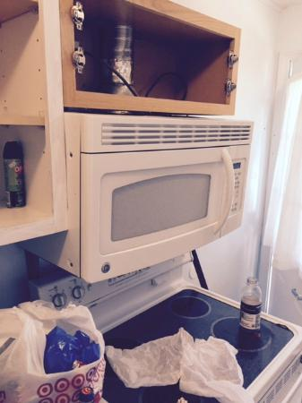 Blueberry Cove Inn: detached microwave
