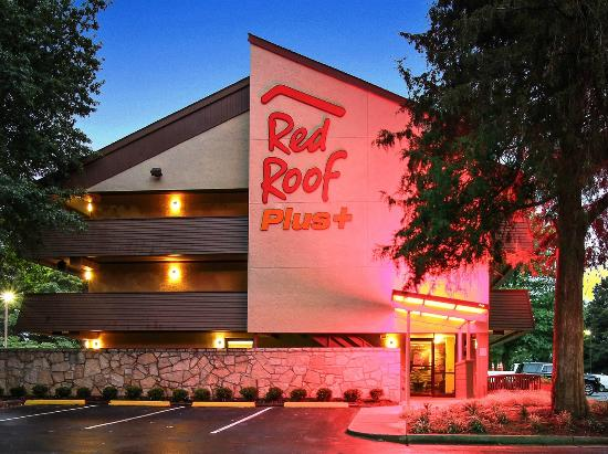 Red Roof Plus+ Atlanta - Buckhead : Exterior