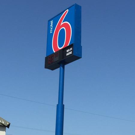 Motel 6 Oakland Airport: Hotel Sign
