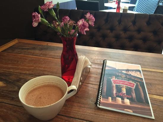 Cafe Boutique Teatro Degollado: Hot chocolate