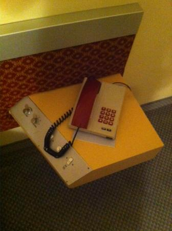 Grand Hotel Dei Templi: Old phone that barely worked