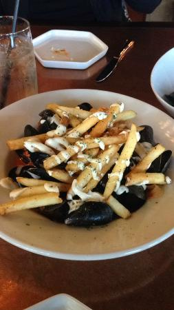 Bailiwicks on Main: Mussels with bacon jam and white wine sauce
