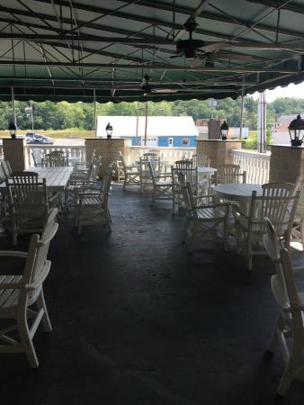 Everett, PA: Patio Dining