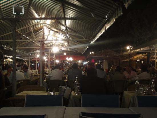 La Taverne de la Cote Bleue : Vista da área externa
