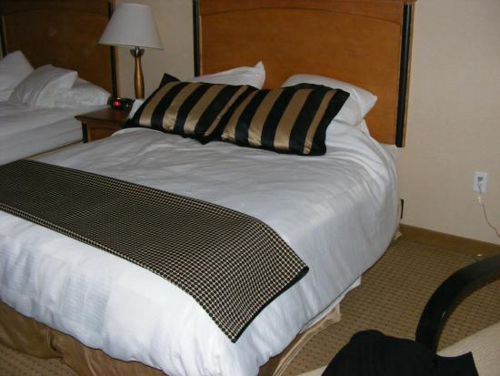 Hollywood Casino Bangor Hotel: Bed furnishings (shown after I slept and sloppily reassembled it)