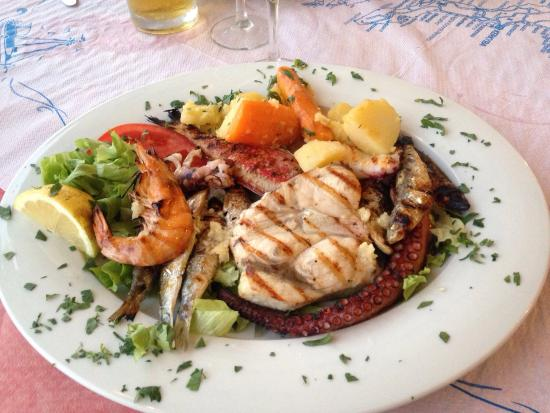 Fish mixed grill taverna dionysos messonghi f nyk pe for Fish and grill