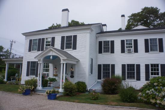 Chatham Gables Inn: Front of hotel
