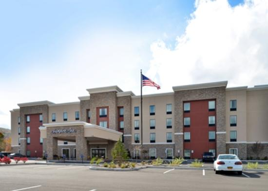 Hampton Inn Corning/Painted Post : Hotel Exterior