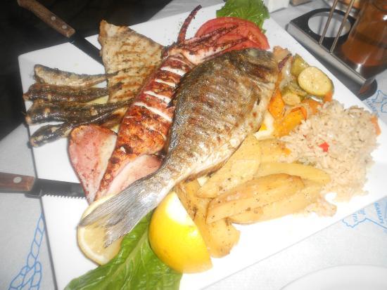 Cyclades Tavern Restaurant: Grigliata di pesce x 2