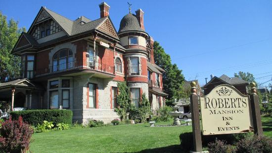 Roberts Mansion Inn & Events: An external view