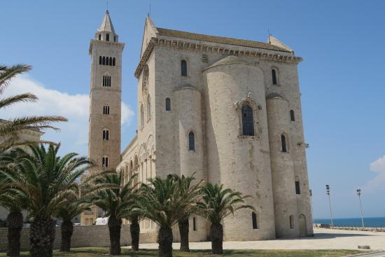 Cathedrale vue de derriere photo de cattedrale di trani - Di trani porte ...