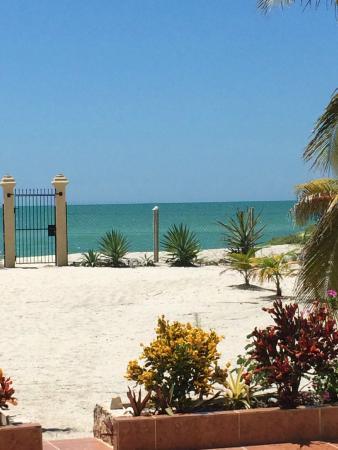 Castillito Kin-Nah: Playa espectacular